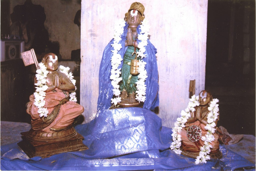 thoNdaradippodi AzhvAr - with emperumAnAr and maNavALa mAmunigaL