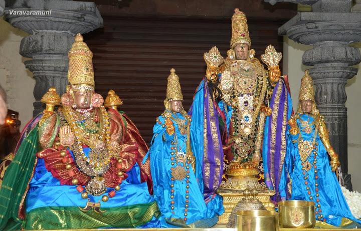 varadharaja-perundhevithayar-ekasanam